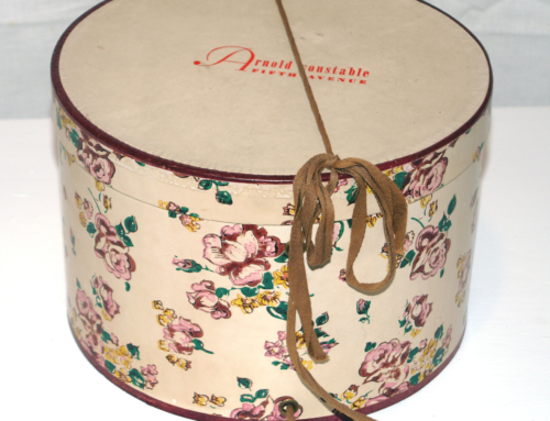 WOMAN'S HAT BOX